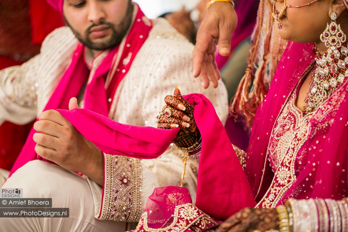 Karanjit-trouwt-met-Anjenie-volgens-de-Sikh-Huwelijks-in-Sri-Guru-Singh-Sabha-te-Den-Haag_0002