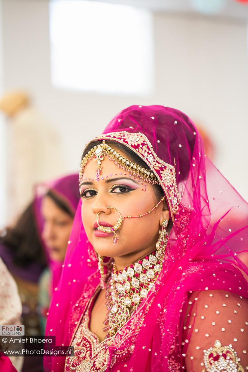 Karanjit-trouwt-met-Anjenie-volgens-de-Sikh-Huwelijks-in-Sri-Guru-Singh-Sabha-te-Den-Haag_0003