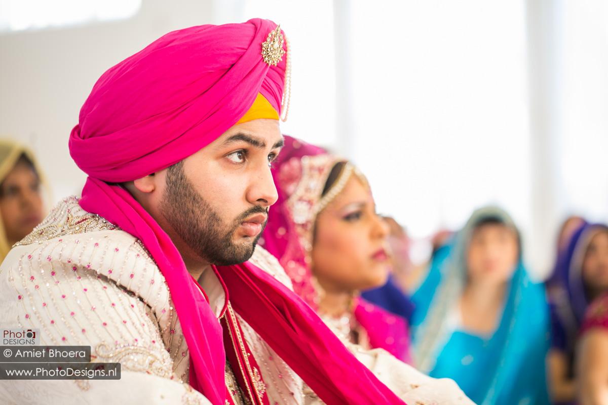 Karanjit-trouwt-met-Anjenie-volgens-de-Sikh-Huwelijks-in-Sri-Guru-Singh-Sabha-te-Den-Haag_0005