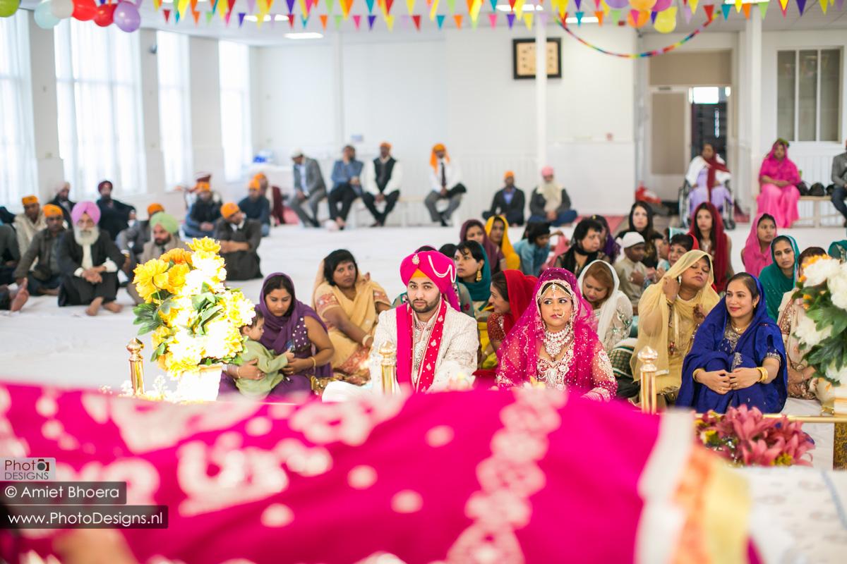 Karanjit-trouwt-met-Anjenie-volgens-de-Sikh-Huwelijks-in-Sri-Guru-Singh-Sabha-te-Den-Haag_0006