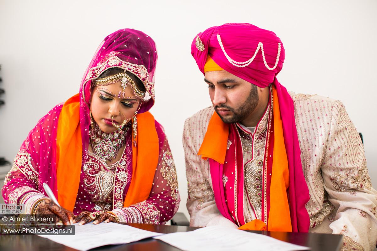 Karanjit-trouwt-met-Anjenie-volgens-de-Sikh-Huwelijks-in-Sri-Guru-Singh-Sabha-te-Den-Haag_0008