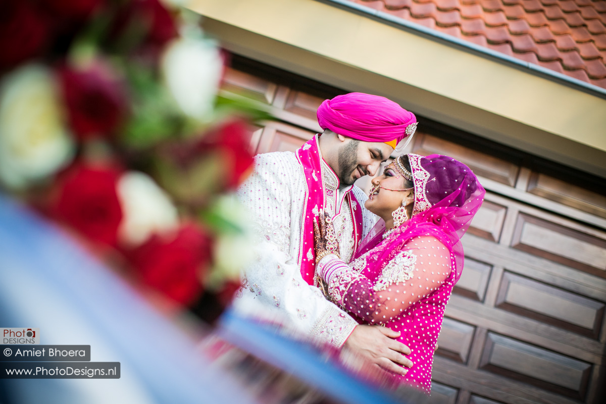Karanjit-trouwt-met-Anjenie-volgens-de-Sikh-Huwelijks-in-Sri-Guru-Singh-Sabha-te-Den-Haag_0011