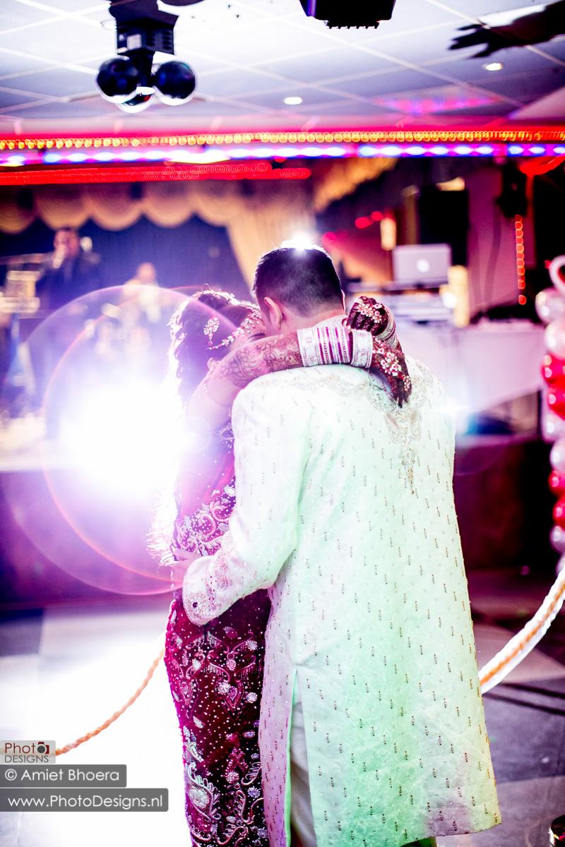 Karanjit-trouwt-met-Anjenie-volgens-de-Sikh-Huwelijks-in-Sri-Guru-Singh-Sabha-te-Den-Haag_0018